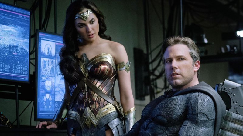 Justice-League-Ben-Affleck-Batman-Gal-Gadot-Wonder-Woman-F.jpg